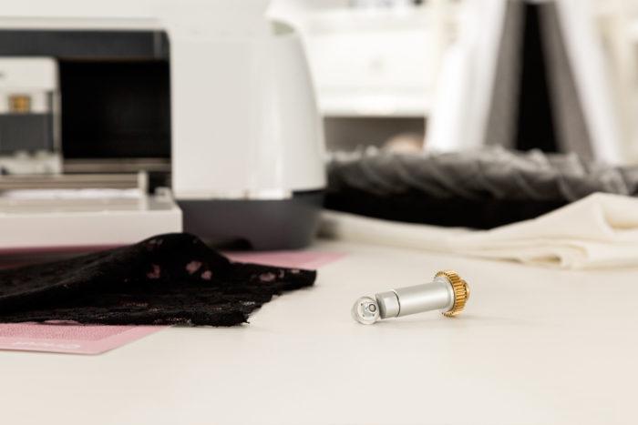 Máquina de cortar Feltro - Conheça a Cricut Maker - Lâmina para tecidos