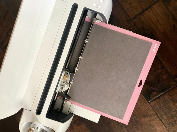 Máquina de cortar Feltro - Conheça a Cricut Maker - Base de Corte para tecidos