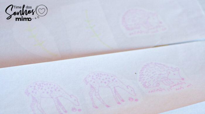 Faça as aplicações das imagens nos cartões de feltro já cortados