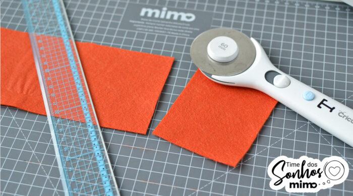 Usei o combo cortador circular Cricut + régua Mimo + base de corte regenerativa Mimo para cortar os pedaços de feltro