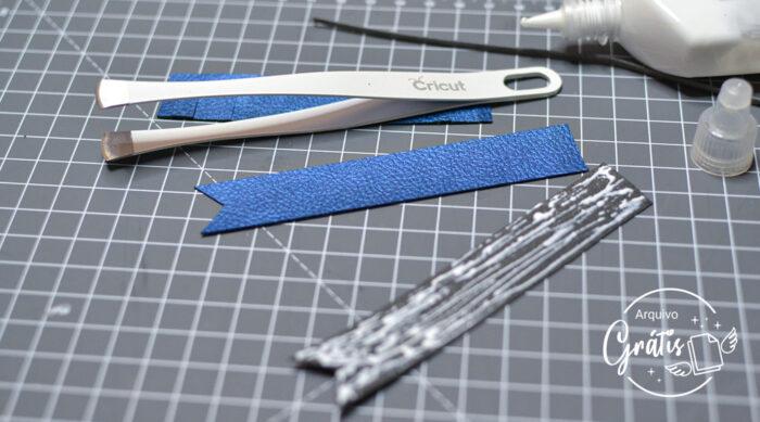Passe a cola para tecido em uma das partes