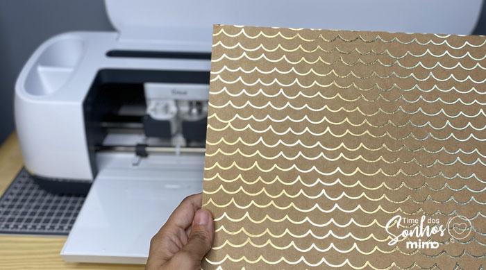 Escolha uma estampa do kit de Papel Metalizado Estampado Cricut