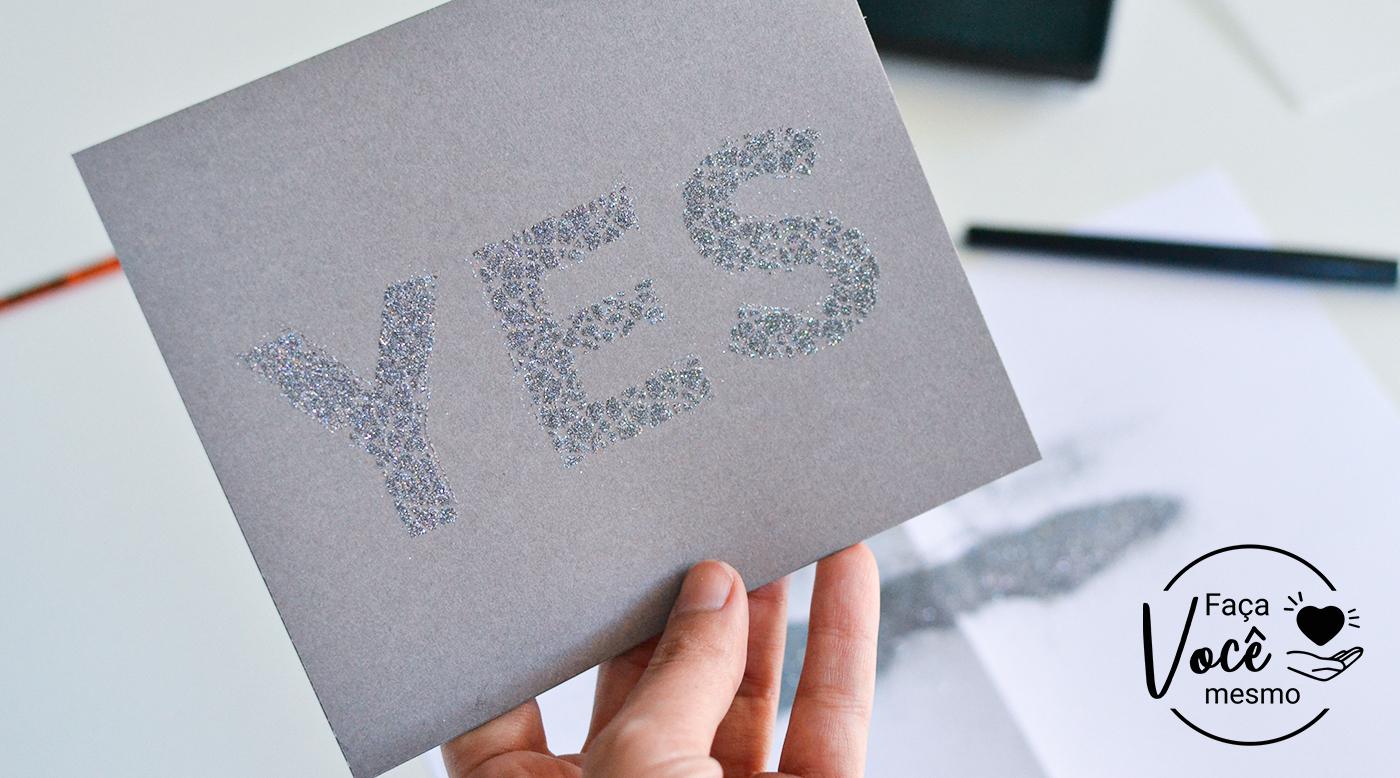 Cartão personalizado com Estêncil usando a técnica de emboss