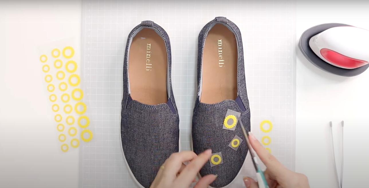 Sapato Para o DIY com os Trasnfer de Girassol