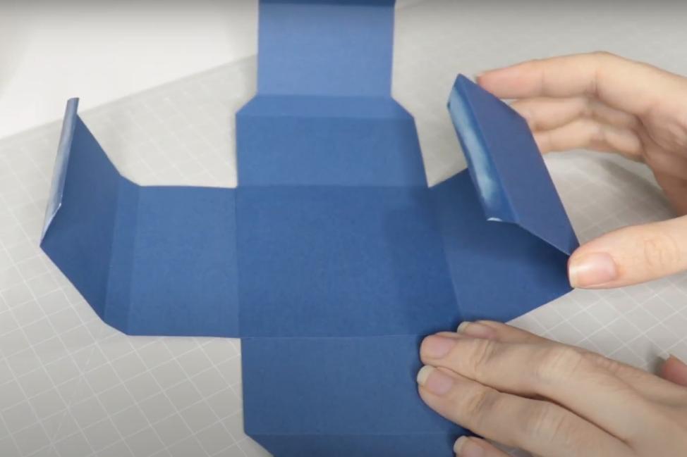 Colando as Laterais - Montagem da Caixinha - Como Aplicar Foil Sem Impressão a Laser