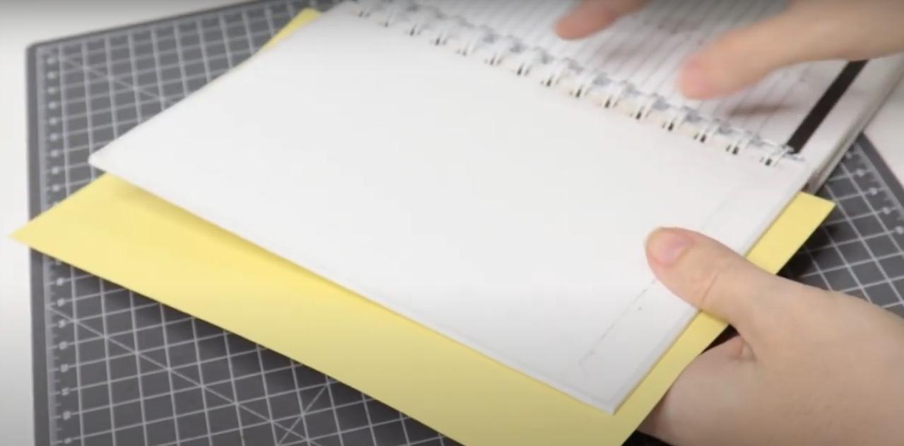 Medindo o Papel Envolta do Caderno