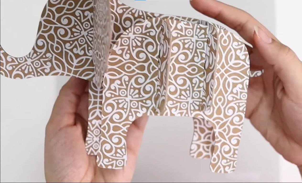 DIY do Elefante feito de Chipboard