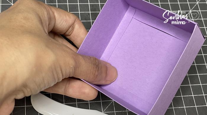 Reforce os Vincos da Tampa da Caixa - Como fazer Caixas Personalizadas com Tesoura